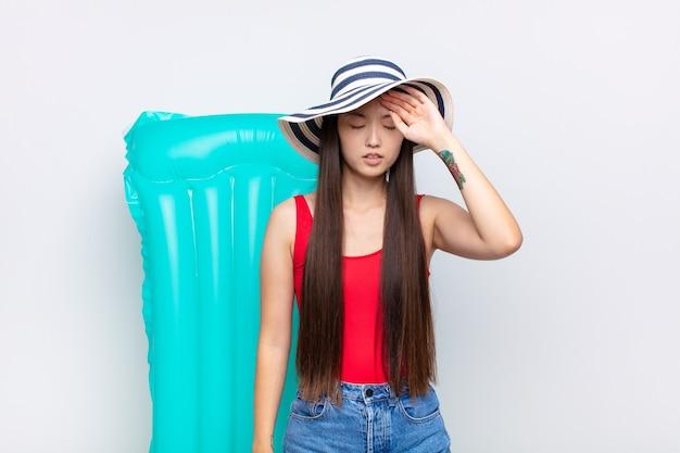 休日の若い中国人女性