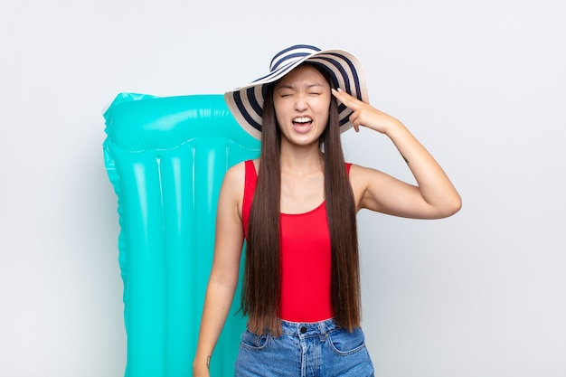 Молодая китаянка на каникулах