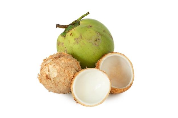 흰색 배경에 고립 된 젊은 코코넛