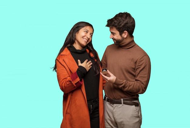 발렌타인 데이 축하 젊은 멋진 커플