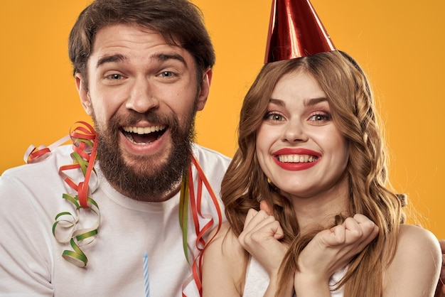 記念日を祝っている若いカップル