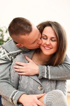 Giovane coppia innamorata