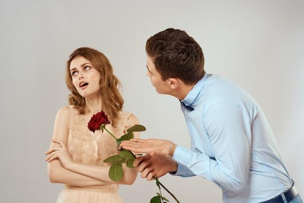 젊은 커플 남자와여자가 함께 아름 다운 사람들.