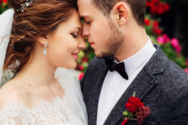 The young couple standing face to face have closed their eyes