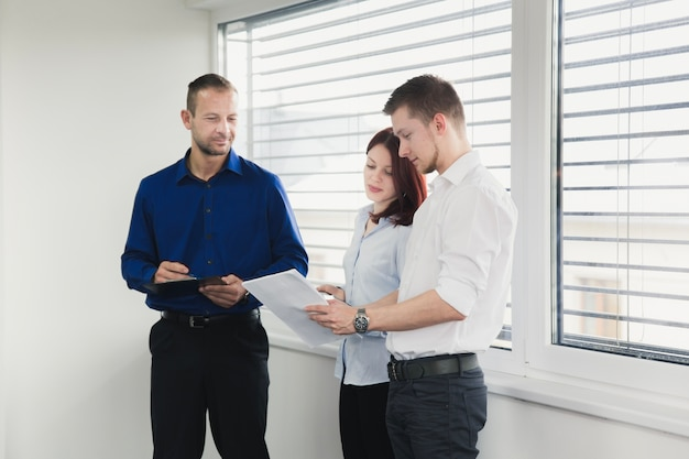 Young coworkers discussing documents Free Photo
