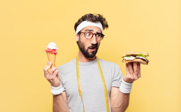 Молодой сумасшедший бородатый спортсмен сомневается или неуверенно выражает свое мнение