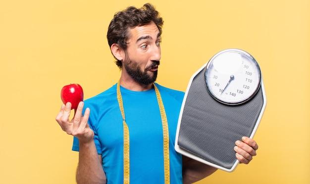 若い狂ったひげを生やしたアスリートは、表現とダイエットの概念を驚かせました