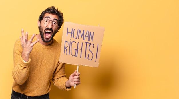 人権プラカードを持つ若い狂ったひげを生やした男