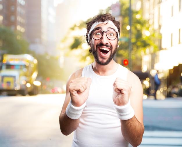 젊은 미친 스포츠 남자. 행복한 표정