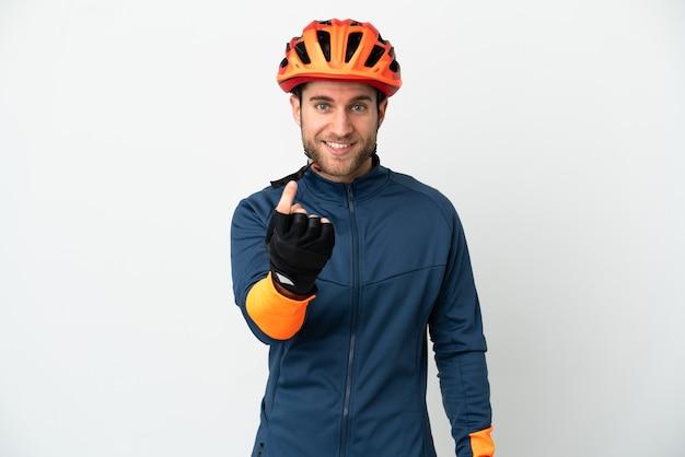 Молодой велосипедист человек, изолированные на белом фоне, делая приближающийся жест