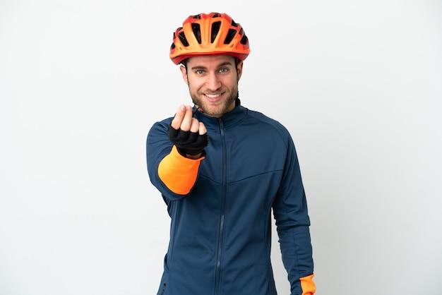Молодой велосипедист человек, изолированные на белом фоне, делая денежный жест