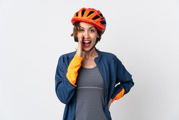 Женщина молодой велосипедист