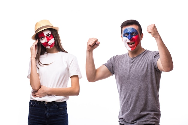 I giovani tifosi di calcio cechi e croati vincono e perdono emozioni isolate sul muro bianco