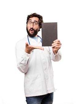 책을 가진 젊은 의사 남자