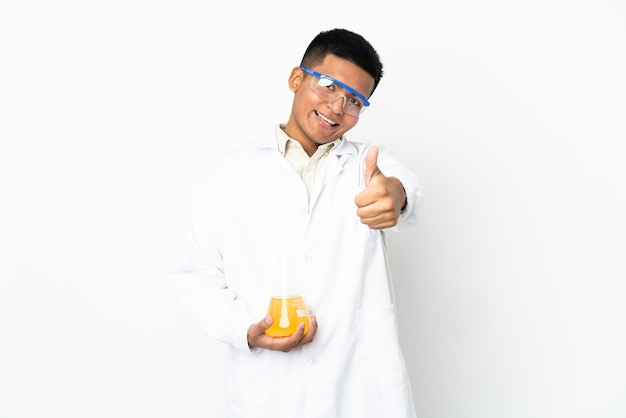 何か良いことが起こったので親指を立てた若いエクアドルの科学者