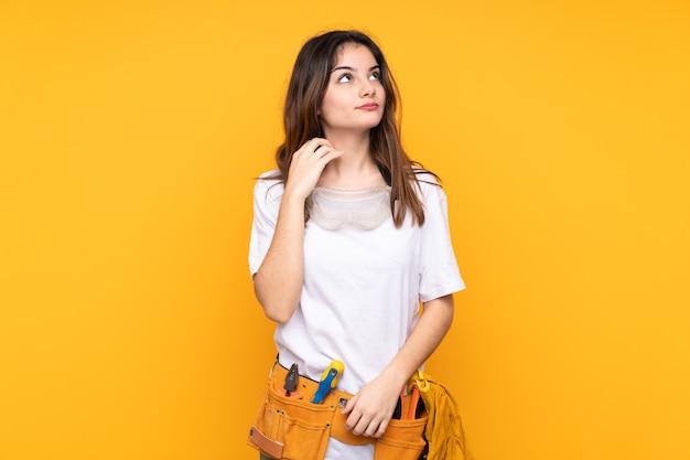 若い電気技師の女性