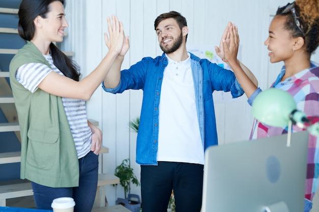 Молодые предприниматели делают high five