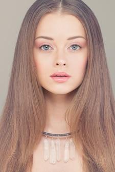 Молодое лицо. портрет красивой женщины моды