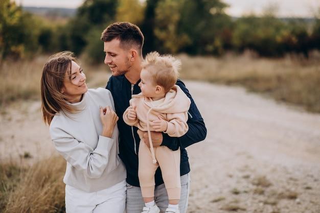 Молодая семья вместе с маленьким сыном