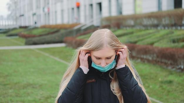 Молодое женское чувство спасло от надевания на лицо медицинской маски