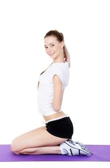 Молодой женский фитнес и физические упражнения 2 - на белом