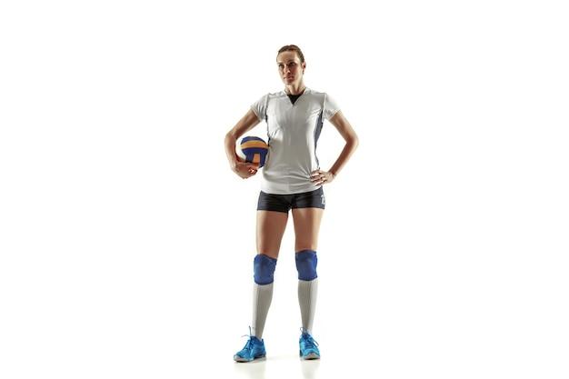 Giovane giocatore di pallavolo femminile isolato su sfondo bianco studio
