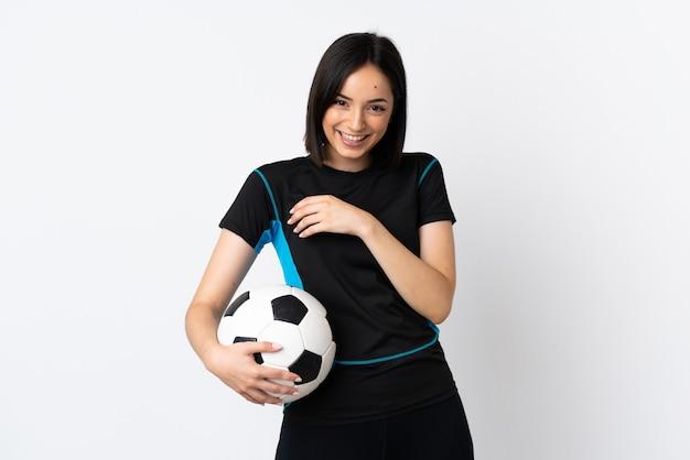많이 웃 고 흰색 절연 젊은 축구 선수 여자