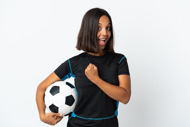 勝利を祝う白の若いサッカー選手の女性