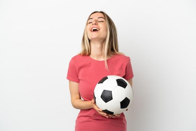 격리 된 흰 벽 웃 고 젊은 축구 선수 여자