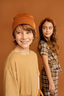 若い女の子と男の子