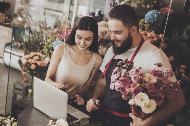 Young girl chooses bouquet option on laptop