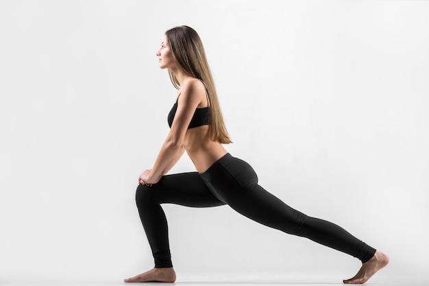 Giovane, ragazza, esercizio, lunge