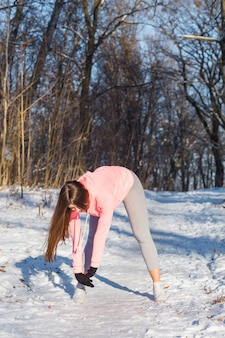 Young girl goes in for sports in winter park.