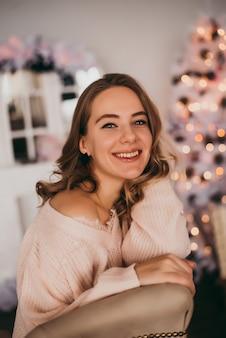 若い女の子が新年を迎えます。クリスマス