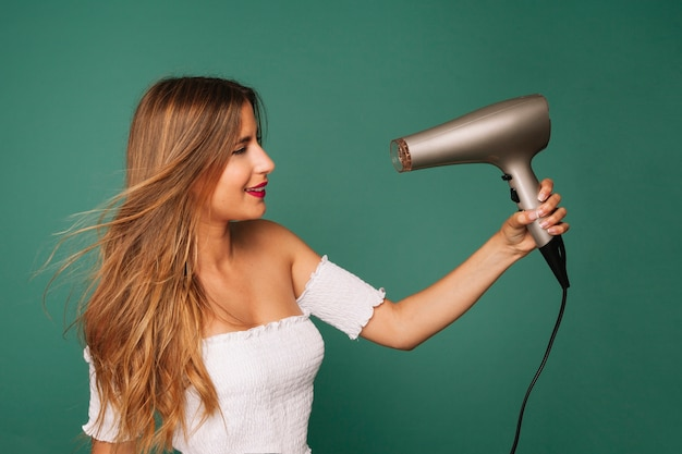 The young girl and the hairdryer