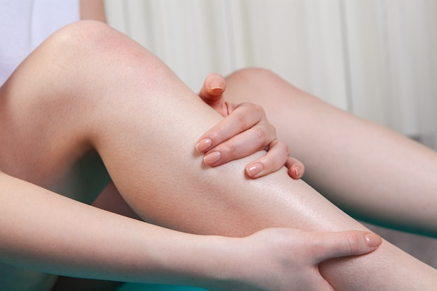 A young girl has a knee pain