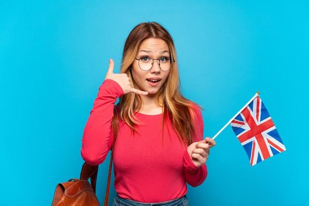 分離されたイギリスの旗を持った少女