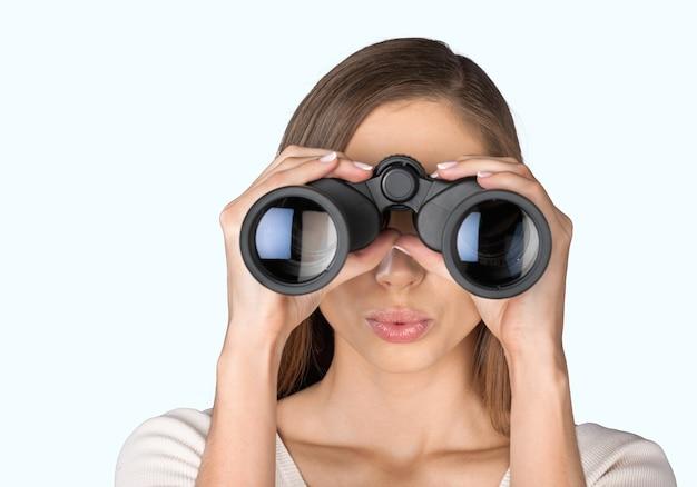 쌍안경을 보고 놀란 어린 소녀 관찰 결과