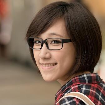 台湾、台北のショッピングモールでアジアの少女。 Premium写真