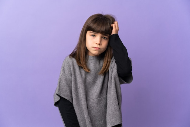 Молодая девушка на изолированном фоне