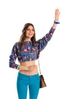 어린 소녀는 그녀의 손을 흔든다. 자르기 상단 미소에 여자입니다. 오랜 친구들과의 만남. 캐주얼 복장에 행복한 모델입니다.