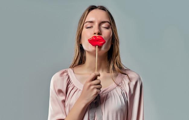 紙の唇を持つ少女
