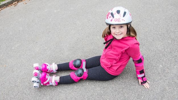 公園でローラースケートの少女