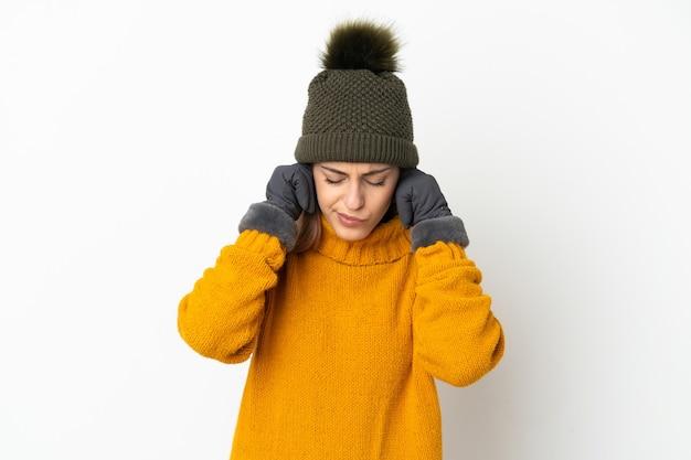 겨울 모자와 어린 소녀 절연 좌절과 귀를 덮고