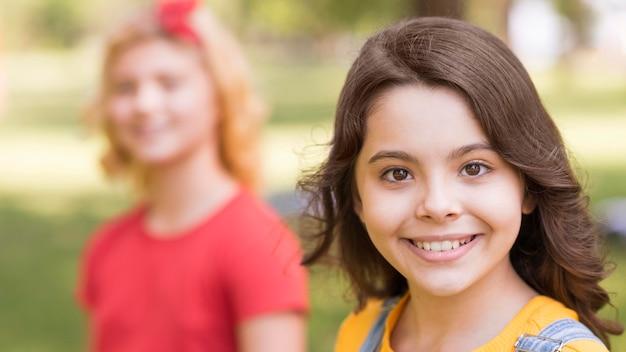 公園で若い女の子