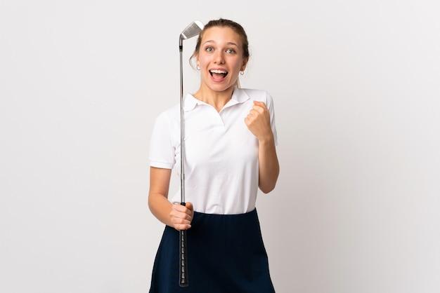 승리를 축 하하는 격리 된 흰색 위에 젊은 골퍼 여자