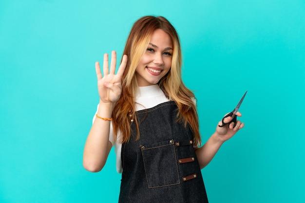 고립 된 파란색 배경 위에 젊은 미용사 소녀 행복 하 고 손가락으로 4 세