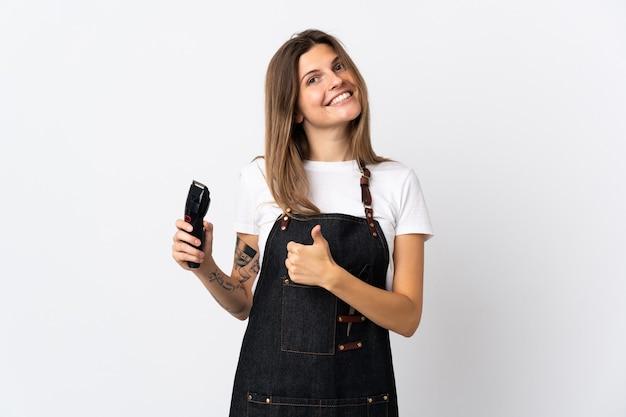 Молодой парикмахер словацкой женщины изолирован на белом, показывая большой палец вверх жест
