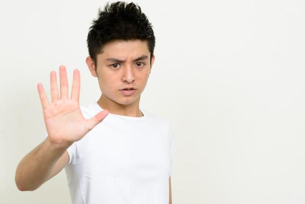 若いハンサムなアジア人