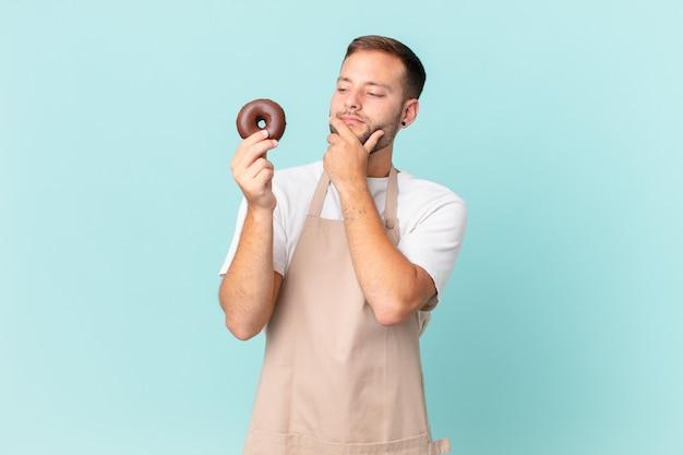 ドーナツと若いハンサムなパン屋